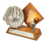 1963 RAWLINGS SILVER GLOVE SAMPLE AWARD (HELMS/LA84 COLLECTION)
