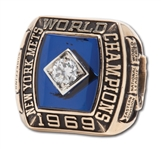 1969 NEW YORK METS WORLD SERIES CHAMPIONS 10K GOLD RING ISSUED TO DIRECTOR OF PLAYER DEVELOPMENT & FUTURE GM BOB SCHEFFING (SCHEFFING COLLECTION)