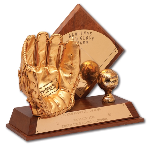 BOBBY RICHARDSONS 1963 AMERICAN LEAGUE GOLD GLOVE AWARD