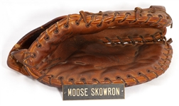 C. 1960-61 MOOSE SKOWRON GAME USED FIRST BASEMANS GLOVE WITH MANTLE MUSEUM DISPLAY TAG (PSA/DNA LOA FROM ESKEN/TAUBE)
