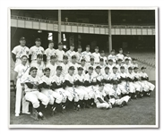 1951 NEW YORK YANKEES TEAM SIGNED PHOTOGRAPH FEATURING ROOKIE MICKEY MANTLE