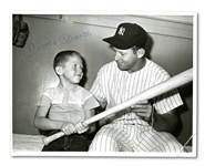 LATE 1950S MICKEY MANTLE VINTAGE SIGNED UPI WIRE PHOTO
