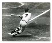 1968 MICKEY MANTLE NEW YORK TIMES PHOTOGRAPH – RARE BUNTING IMAGE