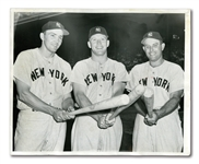 JUNE 18, 1954 MICKEY MANTLE, IRV NOREN AND GENE WOODLING NEWS SERVICE PHOTOGRAPH