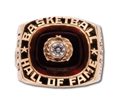 RED HOLZMANS 1986 NAISMITH BASKETBALL HALL OF FAME INDUCTION 10K GOLD RING (HOLZMAN COLLECTION)