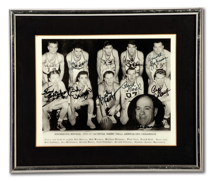 1950-51 ROCHESTER ROYALS NBA CHAMPION TEAM SIGNED PHOTO INCL. RED HOLZMAN, WANZER, RISEN, DAVIES & OWNER/COACH LES HARRISON (HOLZMAN COLLECTION)