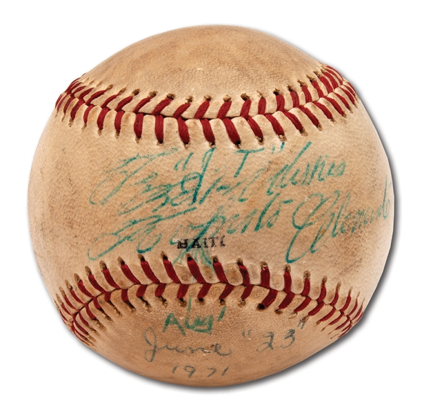 1971 ROBERTO CLEMENTE SINGLE SIGNED AND INSCRIBED BASEBALL
