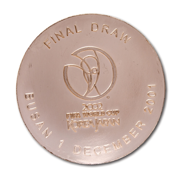 2002 FIFA WORLD CUP (KOREA/JAPAN) FINAL DRAW MEDAL PRESENTED TO BRAZIL (1/1) DEC. 1, 2001 - ONE ISSUED TO EACH QUALIFYING NATION (BRAZIL TEAM REP. LOA)