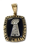 1986 NEW YORK GIANTS SUPER BOWL XXI CHAMPIONS 10K GOLD PENDANT ISSUED TO TRAINER