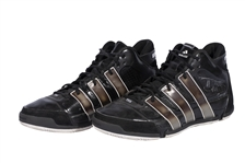 2009-10 TIM DUNCAN GAME WORN & DUAL-SIGNED ADIDAS TS21 SIGNATURE MODEL SHOES (KNICKS BALL BOY COLLECTION)