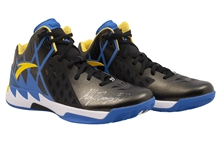 2015-16 KLAY THOMPSON (73-9 SEASON) GAME ISSUED & DUAL-SIGNED ANTA KT1 SIGNATURE MODEL SHOES (KNICKS BALL BOY COLLECTION)