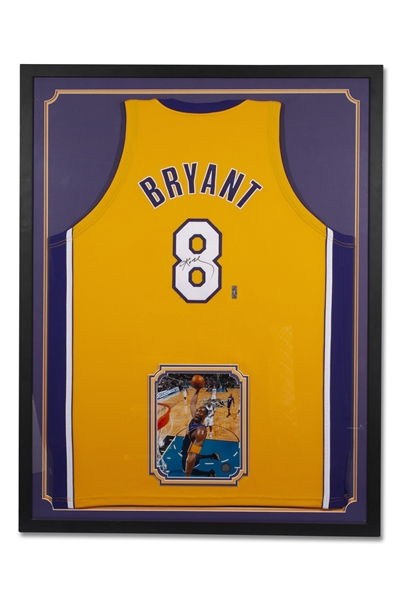 KOBE BRYANT AUTOGRAPHED LOS ANGELES LAKERS #8 HOME JERSEY WITH PHOTO (PROFESSIONALLY FRAMED) - BECKETT LOA