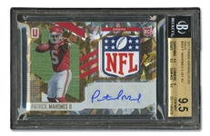 2017 PANINI UNPARALLELED PATRICK MAHOMES JERSEY AUTO GOLD 1/1 ROOKIE - BECKETT DUAL GRADE: GEM-MINT 9.5 CARD; 10 AUTO.